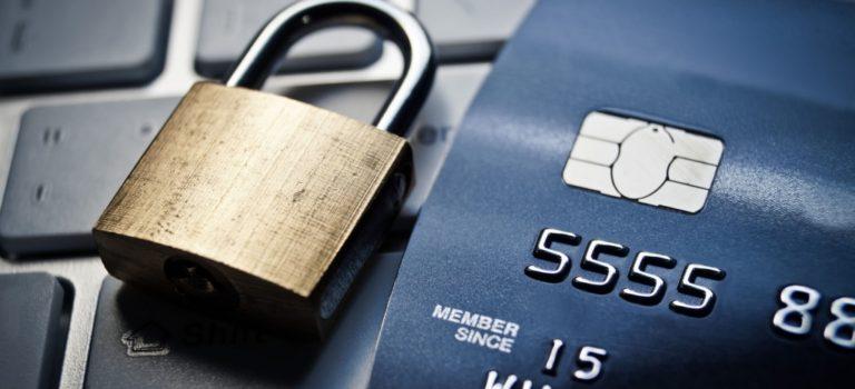 Президент разрешил банкам блокировать карты, если есть подозрение кражи