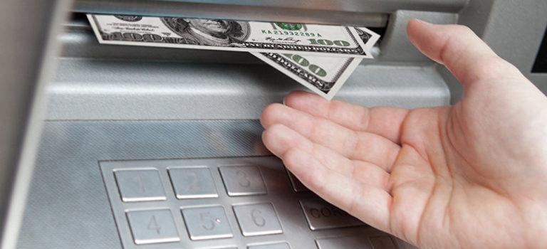 МФО списывает деньги с банковской карты — как поступить?